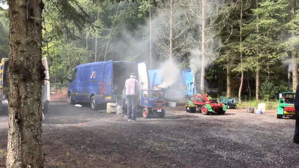 lorries in steaming area scaled